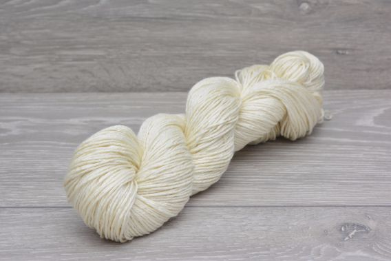 *SPECIAL* DK 75% Superwash Extrafine (19.5 micron) Merino 25% Silk Yarn 95gm hank